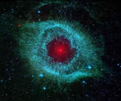 "NASA2月12日公布的""斯皮策""太空望远镜的一张图片显示,来自慧星的尘埃将遥远的""旋涡星云""之""眼""包围起来。"