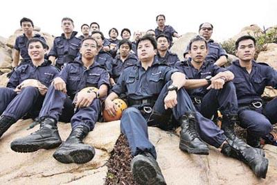高空搜查队由25名精英组成,成员擅长于攀爬,游走于悬崖绝岭、高楼大厦之间搜证。(香港明报图)