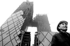 昨天,中央电视台主楼悬臂结构在空中顺利合龙,标志着大楼的主体工程基本结束。首席摄影记者 吴宁/摄
