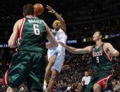 图文:[NBA]雄鹿挑战掘金 易建联防守艾弗森