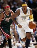 图文:[NBA]雄鹿负掘金 安东尼打快攻