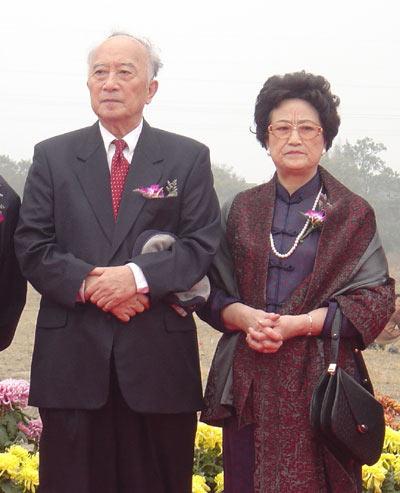 孙道临夫人王文娟(图右)。资料图