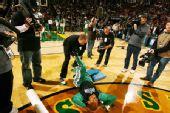 图文:[NBA]凯尔特人VS超音速 雷阿伦放松