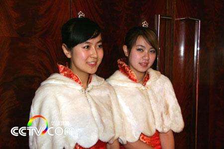 图文:CCTV奥运频道启动仪式举行 礼仪小姐超美