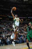 图文:[NBA]凯尔特人胜超音速 杜兰特杀入篮下