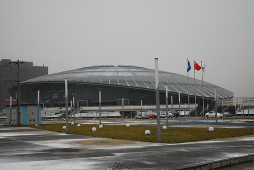 雪后工大体育馆