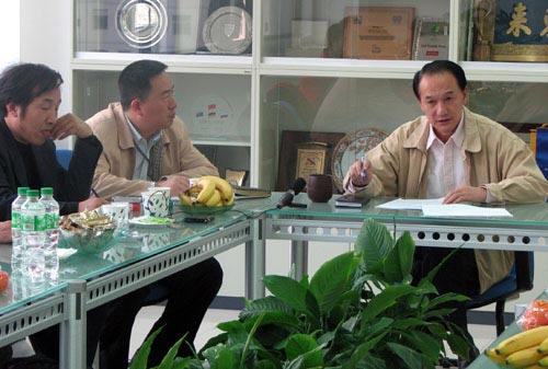图文:足协副主席谢亚龙接受采访 谈08国奥任务