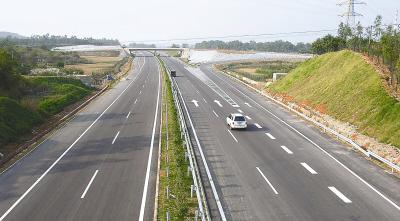 百色老区开通高速公路(图)