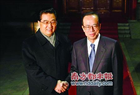 国家主席胡锦涛昨日傍晚在钓鱼台国宾馆会见并宴请了来访的日本首相福田康夫。中新社发