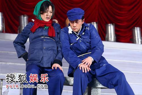 蔡国庆董卿表演小品《超生游击队》