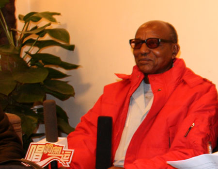 图文:阿赫瓦里抵达北京 接受《唱响奥运》栏目采访