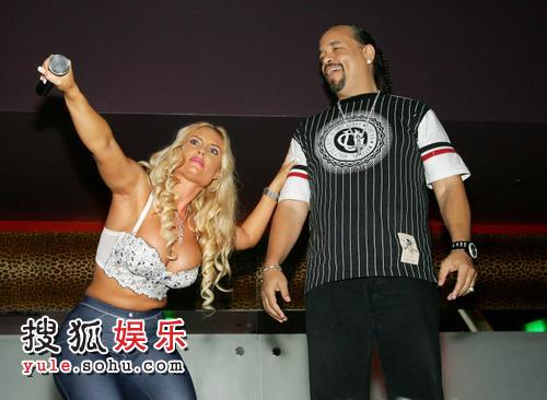 双峰 老公/说唱歌手Ice/T与女友妮可/奥斯汀