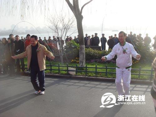 浙江籍奥运冠军吕林和两届奥运冠军得主占旭刚