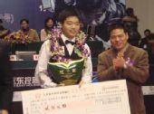 图文:中巡赛总决赛落幕丁俊晖夺冠 两万元支票