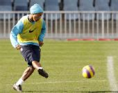 图文:巴塞罗那积极训练 小罗再展绝技