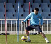 图文:巴塞罗那积极训练 德科灵活身姿