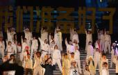 图文:中华世纪坛迎奥运活动 成龙深情演唱