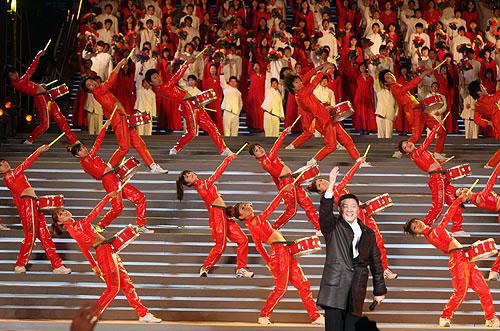 图文:中华世纪坛迎奥运活动 韩磊纵情高歌