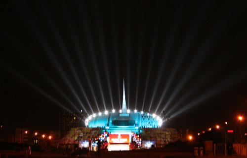 中华世纪坛灯光绚丽多彩