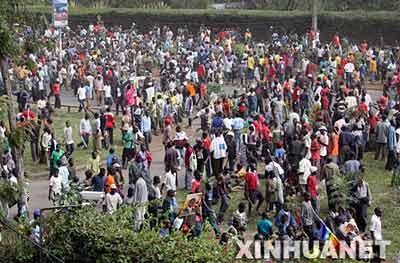 """12月31日,肯尼亚反对党""""橙色民主运动""""领导人拉伊拉-阿莫洛-奥廷加的大批支持者在内罗毕街头聚集。新华社记者 王迎摄"""