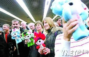 奥运年首批外国游客抵京