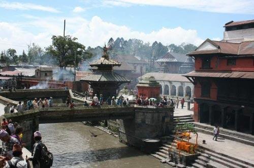 目睹尼泊尔人沿街火化尸体恐怖全过程