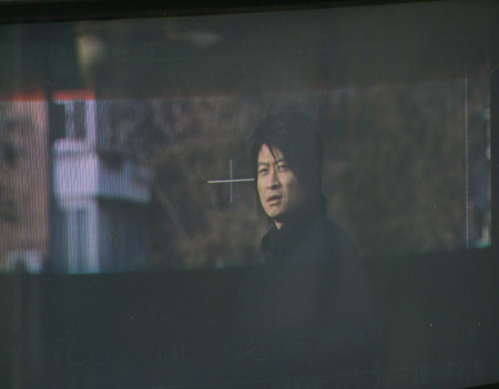 图文:阿赫瓦里拍摄《英雄》MV 取景器场景