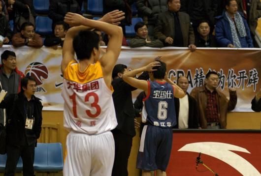广东球员开始退场