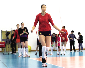 赵蕊蕊进行跳绳练习。新华社记者 姜克红 摄
