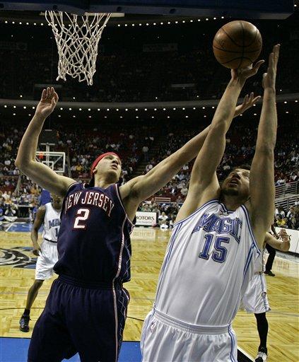 图文:[NBA]魔术不敌篮网 特科格鲁内线进攻