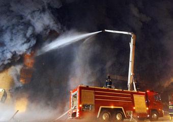 乌鲁木齐商场大火仍未扑灭