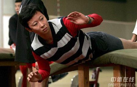 冯坤作背肌练习