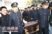 图:孙道临追悼会 棺材被缓缓抬出