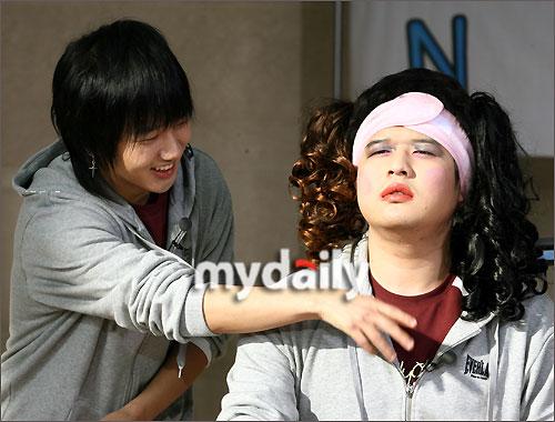 东方神起mv_SJ拍摄《令人窒息的外出》 搞笑扮女装-新韩剧乐园-搜狐博客