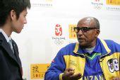 图文:奥运英雄阿赫瓦里做客 运动成就美丽人生