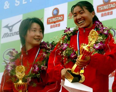 周春秀2005年厦门马拉松夺冠图,如今她为了08奥运而放弃比赛