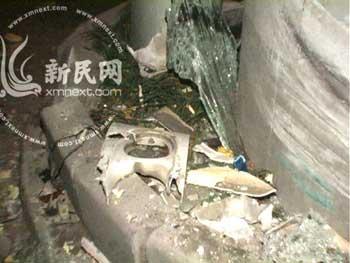 公交车撞上的高架桥墩 新民网网友 凌叶供图