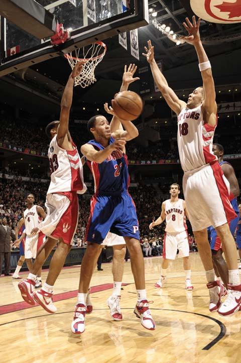图文:[NBA]活塞VS猛龙 小王子深入虎穴
