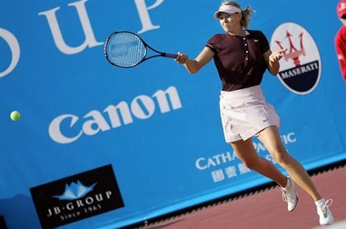 图文-香港邀请赛大威夺冠 莎拉波娃正手回球