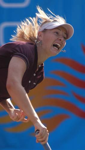 图文:香港女子网球邀请赛 莎娃不敌大威获亚军