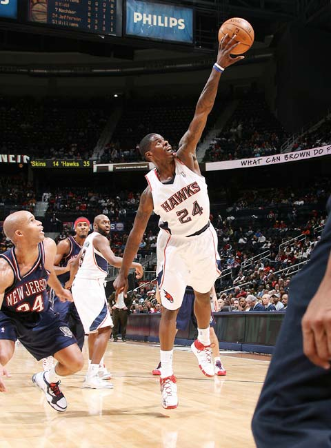 图文:[NBA]网VS老鹰 威廉姆斯屹立不倒