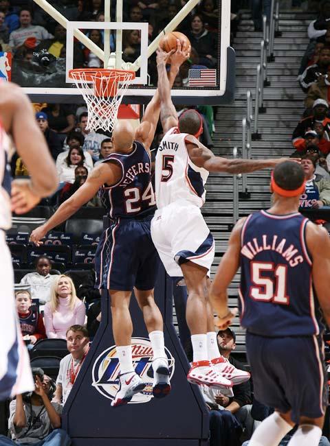 图文:[NBA]网VS老鹰 杰弗森被盖