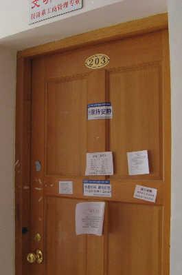 张超宿舍大门紧闭。
