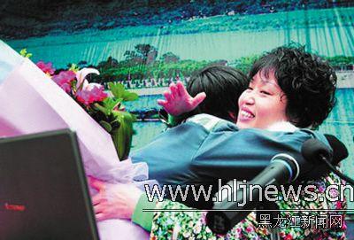 李丽和服刑人员拥抱