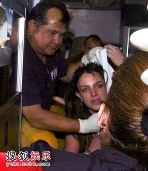 布兰妮被送进医院时的凄惨模样