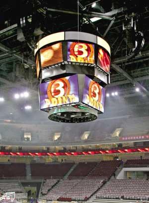 五棵松篮球馆装上漏斗屏幕