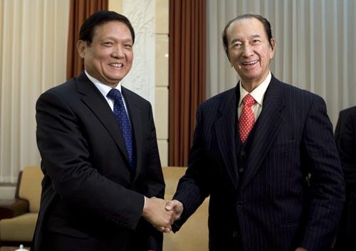 刘淇(左)会见何鸿燊