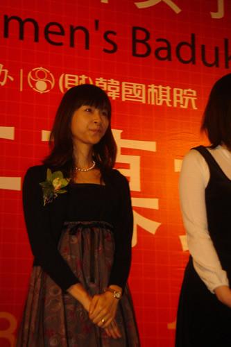 图文:正官庄杯开幕式 梅泽由香里登台谈感想