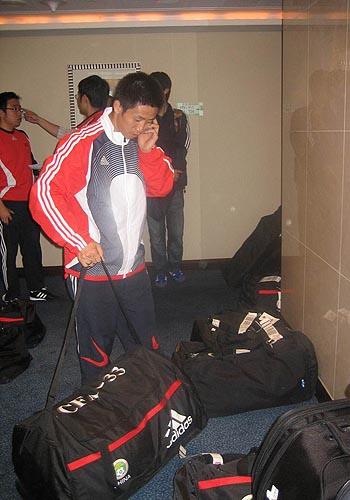 图文:国足迪拜首训 国脚抵达酒店