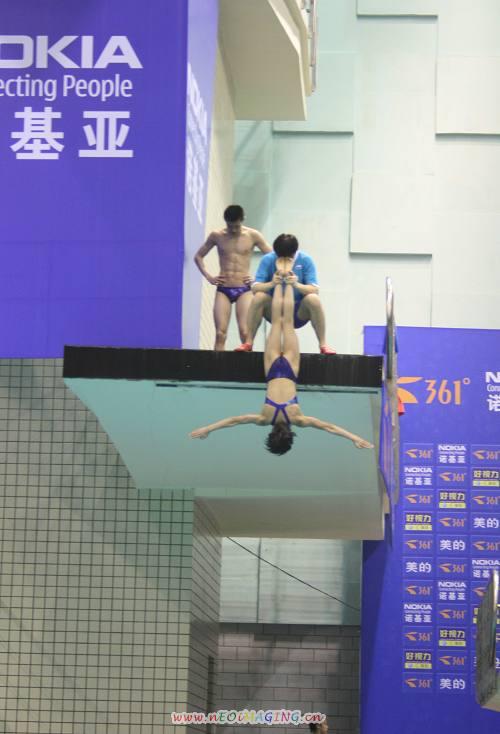 图文:跳水选拔赛济南备战 王鑫的高难度动作